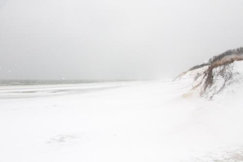 hstraube_2014_capecod_firstencounter_snowdrifts_web-6343
